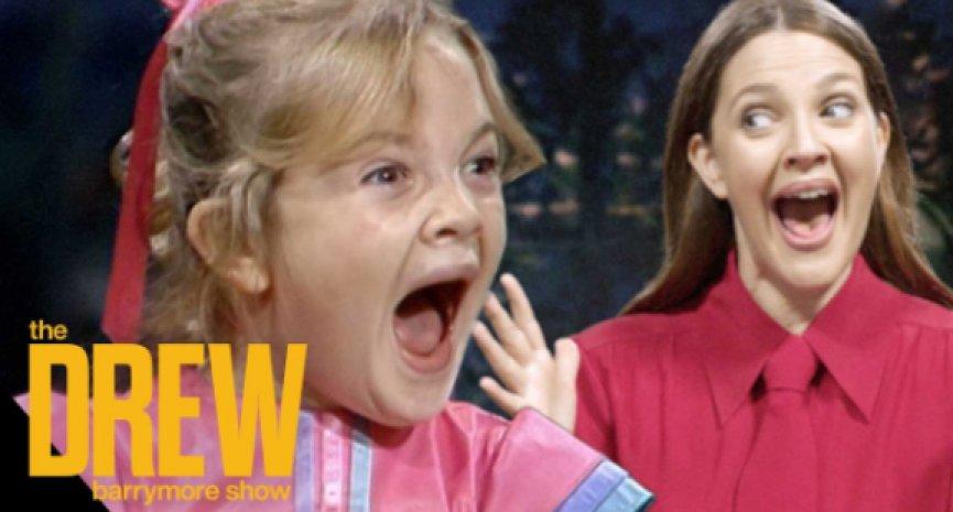 茱儿芭莉摩主持脱口秀!访问7岁自己重现《E.T. 外星人》经典尖叫瞬间