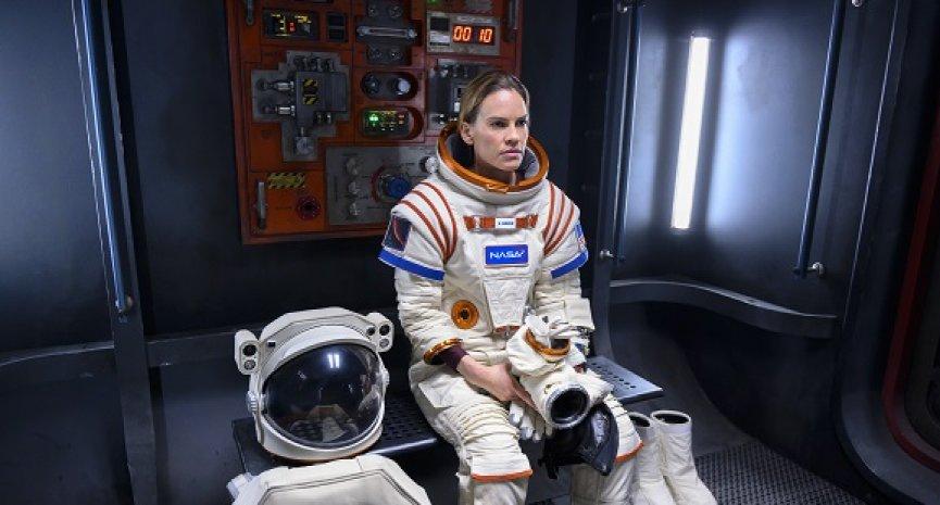 希拉蕊史旺带太空团队《远漂》!自爆毛小孩比老公更重要