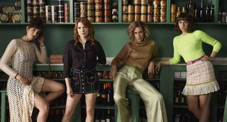 Netflix《一路上友你》第二季开拍 《纸房子》女星面临作家生涯抉择