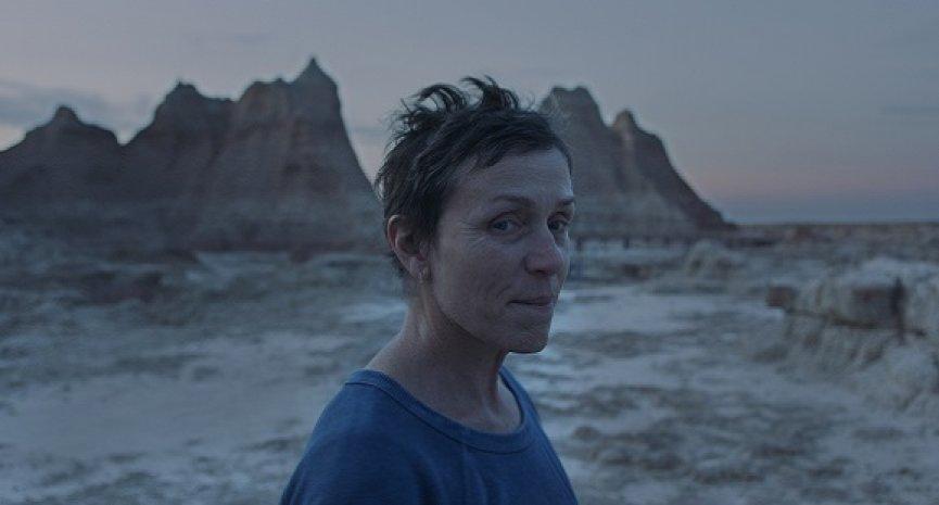 《游牧人生》风光提名金球奖4大奖项!法兰西丝麦朵曼迈向3度封后之路