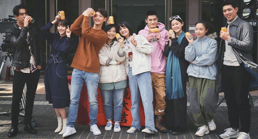 卖座小说改编电影《一杯热奶茶的等待》开镜!连晨翔、吴子霏大谈疗癒系爱情